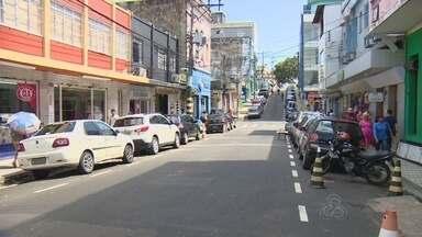 Primeira etapa do Zona Azul terá 3,2 mil vagas, diz Prefeitura de Manaus - Sistema rotativo deve abranger ruas do Centro no prazo de 90 dias. Contrato foi assinado nesta terça (4); hora do serviço custará R$ 2,45.