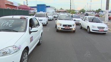 Taxistas bloqueiam avenida no Centro de Manaus durante protesto - Manifestação no fim da tarde desta segunda (3) gerou congestionamento.Categoria reivindica melhoria na segurança após mortes de taxistas.