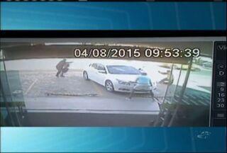 Vídeo mostra momento em que policial é baleado em Barbalha - Vídeo mostra momento em que policial é baleado em Barbalha.
