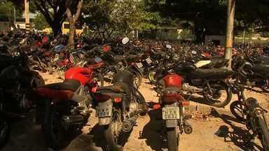 Depósitos de carros e motos em órgãos de Fortaleza estão superlotados - Detran e delegacia de roubos e furtos estão com galpões cheios de automóveis.