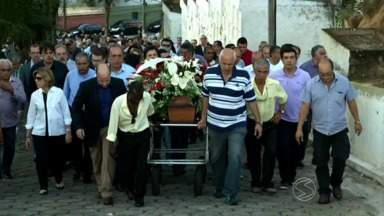 Pai do governador Luiz Fernando Pezão é enterrado em Piraí, RJ - Darcy de Souza tinha 88 anos e morreu na madrugada desta quarta-feira no Rio.