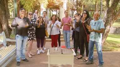 Empreiteiro faz bolo para protestar contra atraso de repasse de obra em Poços de Caldas,MG - Empreiteiro faz bolo para protestar contra atraso de repasse de obra em Poços de Caldas, MG