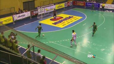 Cascavel e Dois Vizinhos se enfrentam em quadra - O jogo é pelo grupo B do Paranaense de Futsal.