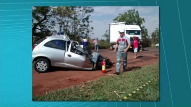 Acidente na BR-369 deixa dois mortos - O acidente foi hoje de manhã. Dois jovens morreram na hora.