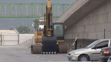 Obras em viaduto atrasam e podem gerar transtornos da temporada - Obras são na Rodovia Imigrantes