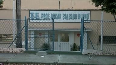 Justiça decide internar alunos que ameaçaram professora em Rio Preto - A Justiça da Infância e Juventude decidiu, no começo da noite desta quarta-feira (5), pela internação dos adolescentes que ofenderam e ameaçaram uma professora de uma escola estadual de São José do Rio Preto (SP).