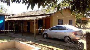 Polícia Civil manda 2 delegados de Goiânia para reforçar investigação, em Matrinchã - Prefeito e a esposa foram encontrados mortos na chácara em que moravam.