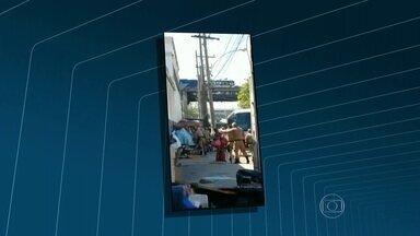 Moradores de rua são agredidos por guardas municipais em São Cristóvão, no Rio - Guardas municipais foram vistos agredindo moradores de rua em São Cristóvão, na Zona Norte. Uma testemunha registrou a agressão. Segundo a Guarda Municipal, eles estavam recolhendo lixo que atrapalhava a passagem de pedestres na calçada.