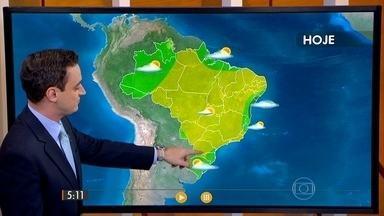 Confira como fica o tempo nesta segunda-feira (10) em todo o Brasil - São esperadas pancadas de chuva no oeste de Mato Grosso do Sul e do Acre ao sul de Roraima. Para a maior parte do país, a previsão é de sol e tempo seco.