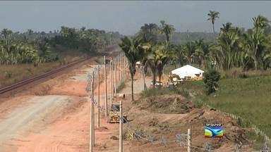 Manifestantes ocupam trecho da EFC em Miranda do Norte (MA) após morte na ferrovia - Um homem morreu depois de ser atingido pelo trem na Estrada de Ferro Carajás (EFC). Manifestantes ocuparam o trecho da ferrovia onde aconteceu o acidente em Miranda do Norte (MA).