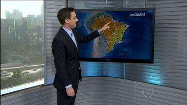 Semana começa quente na maior parte do Brasil - O tempo fica bem seco no centro do país. Há previsão de chuva do leste de Sergipe até o litoral da Bahia. Também terá chuva passageira em boa parte do Sul.
