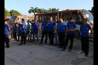 Rodoviários protestam contra empresa de micro-ônibus - Empresa não estaria cumprindo obrigações trabalhistas.