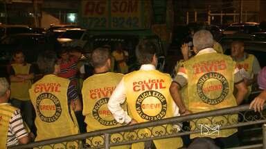 Greve da Polícia Civil no Maranhão é suspensa até 4 de setembro - A greve da Polícia Civil parou o trânsito de São Luís (MA). A categoria se reuniu mais uma vez em frente à Rffsa, no Centro da cidade. A assembleia geral foi marcada para decidir sobre a continuidade do movimento grevista.
