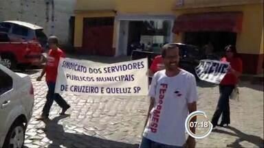 Professores da rede municipal entram em greve em Queluz - A categoria reivindica o reajuste salarial. Com a equiparação nacional, o piso salarial passaria de R$1.6.00 para R$ 1.917,78.
