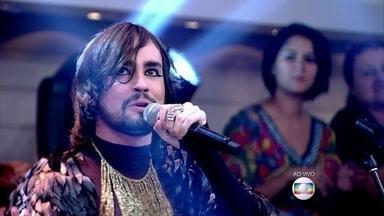 Johnny Hooker canta e dança no Encontro - Cantor pernambucano está na trilha sonora de Babilônia