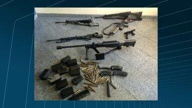 Polícia apreende arma usada no exército dos EUA em operação que prendeu Fu da Mineira - Fu da Maneira e outros cinco homens que comandavam a facção mais violenta do Rio de Janeiro foram presos. Fu era um dos chefes do tráfico de drogas no Complexo do Lins, na Zona Norte. Eles foram detidos no Morro do Chapadão, em Costa Barros.