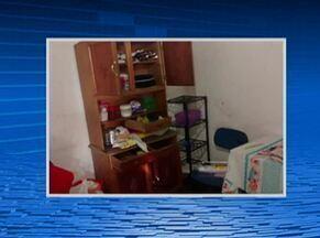 Unidade de saúde é arrombada por bandidos em Jupi, no Agreste - Eles teriam usado pedaços de madeira para quebrar janela da unidade.