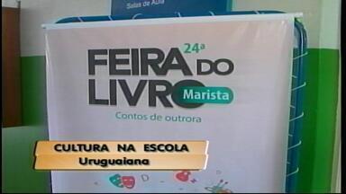 Eventos marcam o Dia do Estudante em Uruguaiana, RS - Escola realizou feira do livro.