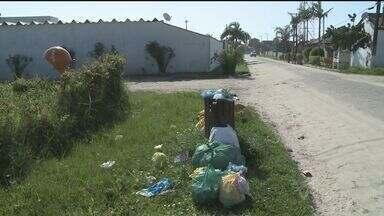 Falta de coleta em bairro de Iguape causa reclamação - Lixo acumulado nas ruas tem causado prejuízo para os moradores da cidade.