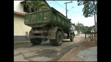 Obra para conserto de uma rua prejudica outra no Sul do ES - A rua do bairro aeroporto foi danificada. A prefeitura de Cachoeiro de Itapemirim disse que vai enviar uma equipe para avaliar a situação.