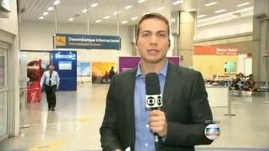 Auditores fiscais da Receita Federal entram em greve - A paralisação é por tempo indeterminado. De acordo com o sindicato da categoria a greve não deve prejudicar os passageiros que desembarcam no Aeroporto Internacional do Rio. Os 1,1 mil auditores do RJ começaram a paralisação há duas semanas.