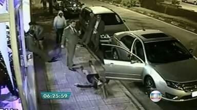 Homem é condenado por agredir mulher com cotovelada em São Roque (SP) - Após dez horas de julgamento, o comerciante Anderson Lúcio de Oliveira, foi condenado a 5 anos por lesão corporal grave. Ele deu uma cotovelada na auxiliar de produção, Fernanda Regina Cézar, em agosto do ano passado.
