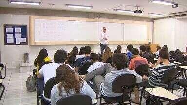 Previdência muda regras para aposentadoria de professores - Tire dúvidas no quadr 'Pode Perguntar'.
