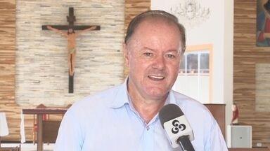 Polícia Civil prende padre por posse ilegal de arma em Ariquemes - Espingarda foi achada em casa durante mandado de busca e apreensão.Religioso é investigado suspeito de arquivar pornografia infantil em HD.