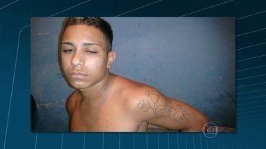 Polícia prende dois suspeitos de assalto no Ceasa, no Rio - Um dos suspeitos foi preso em Rocha Miranda. Ele confessou participação no crime. Em depoimento, o rapaz disse que o traficante Douglas Donato Pereira, o Diná, também estava no assalto. O outro suspeito foi preso em Magé.