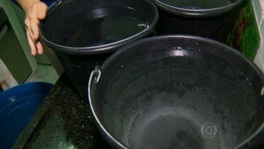 Falta de água provoca racionamento em condomínio de Guarulhos - Na cidade, foi estabelecido um rodízio de dois dias sem água e um com. Mas, no bairro da Água Chata o abastecimento não é feito no dia determinado. Todos os dias, os moradores ficam oito horas sem água.