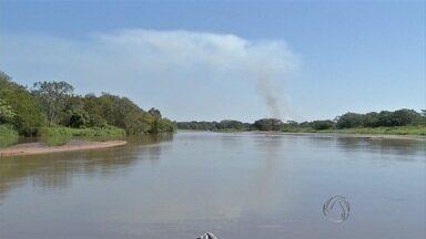 Ministério Público abraça causa para salvar rio Taquari - Rio agoniza há mais de 30 anos por causa do assoreamento. Veja como é a vida dos ribeirinhos que vivem na região