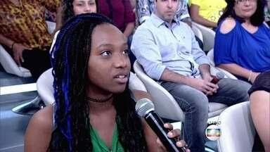 Priscilla Marinho tem as senhas da filha de 12 anos para monitorar as redes sociais - Filha da atriz comenta que não aceita convites de amizade de quem não conhece