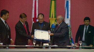 Pesquisador do Inpa recebe título de cidadão do Amazonas - Homenageado é engenheiro agrônomo, nascido em São Paulo, mas há 37 anos desenvolve pesquisas no Inpa.