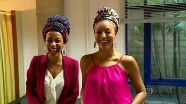 Sheron Menezzes mostra acessórios da personagem Paula de Babilônia - Atriz explica como usar turbantes e amarrações