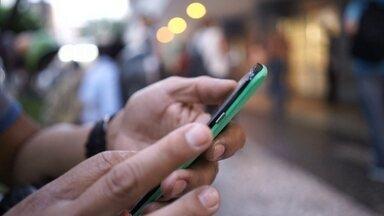 Estudo mostra cuidados que devemos ter com celulares - Nas grandes cidades do mundo e até nas que não são tão grandes assim, a gente vê telefones celulares, e suas torres, pra todo lado.Esses equipamentos emitem um tipo de radiação que os cientistas diziam que era inofensiva. Confira.
