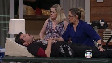 Júlio fica nervoso na hora de fazer parto de Isa - Médico diz que não terminou faculdade de médico e que mudou para moda