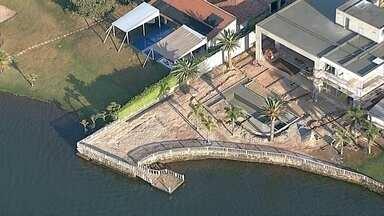 Governo começa derrubada das construções na orla do Lago Paranoá - A previsão é de que a operação da Agefis comece pela QL 12 do Lago Sul e pela QL 2 do Lago Norte. Os lotes ocupam os acessos ao Lago Paranoá.