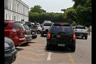 Motoristas estacionam em locais proibidos em Belém - Dificuldade para conseguir vagas é o principal motivo alegado pelos condutores.