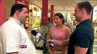 Especialista em segurança mostra principais riscos de acidentes em escadas rolantes - O repórter Fabricio Battaglini flagra muita gente desatenta