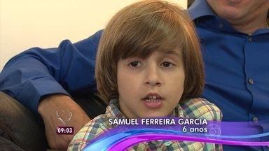 Confira acidente com criança de 4 anos em escada rolante em shopping na Bahia - Samuel calçava sapato de borracha que não é indicado para andar em escadas rolantes