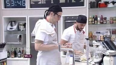 Fernando Ceylão, Julio Rocha e Miá Mello participam de prova de repescagem - O trio teve 80 minutos para fazer uma massa caseira