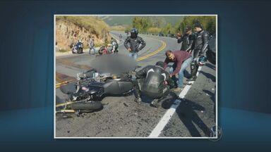 Acidente grave deixa dois mortos na estrada de Morungaba a Amparo - O acidente envolveu dois homens e uma mulher em uma moto. Uma das vítimas era ex-aluno da PUC-Campinas. A mulher está internada em estado grave.