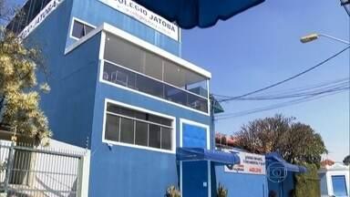 Número de alunos internados após intoxicação no ABC sobe para 41 - Os 41 alunos do Colégio Jatobá, escola particular em Santo André, no ABC Paulista, passaram mal, com quadro de náusea, febre e diarreia, e foram internadas em hospitais da região.