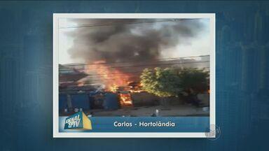 Moradores denunciam incêndio no aplicativo do Jornal da EPTV - O vídeo mostra o incêndio fora de controle. O fogo começou em um barraco e logo as chamas se alastraram. Os bombeiros não souberam dizer a causa do incêndio.