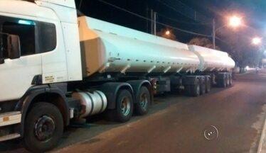 Polícia apreende caminhão carregado com etanol furtado de usina - Um caminhão carregado com 60 mil litros de etanol furtados de uma usina da cidade foi apreendido pela Polícia Militar de Pereira Barreto (SP) neste sábado (22).