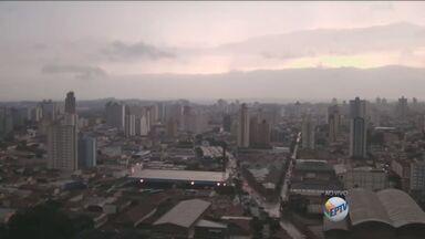 Confira a previsão do tempo para os próximos dias na região de Campinas - A segunda-feira foi de chuva em Campinas e a terça começou com tempo nublado.