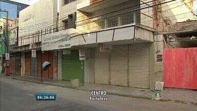 Fiscais da Prefeitura iniciam vistoria em prédios do Centro de Fortaleza - Preocupação maior é com prédios mais antigos.