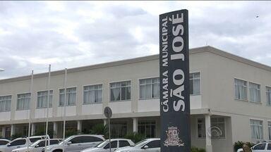 Empresários fazem abaixo assinado para impedir vereadores de ocuparem outros cargos - Empresários fazem abaixo assinado para impedir vereadores de ocuparem outros cargos em São José