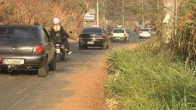 Moradores pedem duplicação da Estrada das Palmeiras, em Ribeirão Preto - Avenida é o único acesso ao bairro e trânsito está cada vez mais perigoso.
