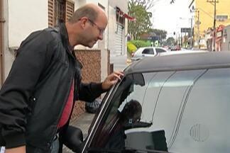 De Olho nas Compras: veja o que fazer se o vidro automotivo comprado for ilegal - Dr. Dori Boucault fala dá dicas sobre o que fazer se o vidro colocado no veículo for ilegal.